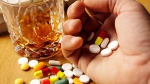 Poţi să consumi alcool dacă iei antibiotice? Ce spun specialiştii