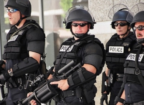 Atac armat în SUA: cel puţin 3 morţi şi 4 răniţi. Atacatorul era dezbrăcat
