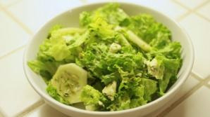 Ce se întâmplă în corpul tău când combini salata verde cu castraveţi