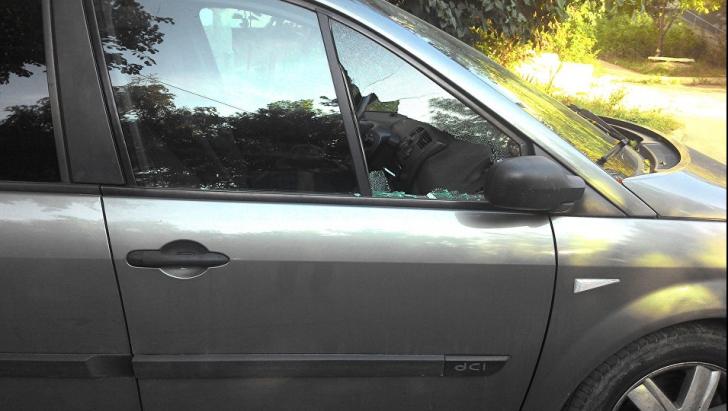 Hoții de mașini au o nouă metodă de spargere care i-a uluit pe polițiști. Alarma e deja ineficientă