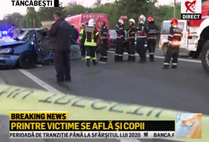 Accident grav pe DN 1. Trei maşini, spulberate: 7 victime, între care 2 copii. Traficul este blocat