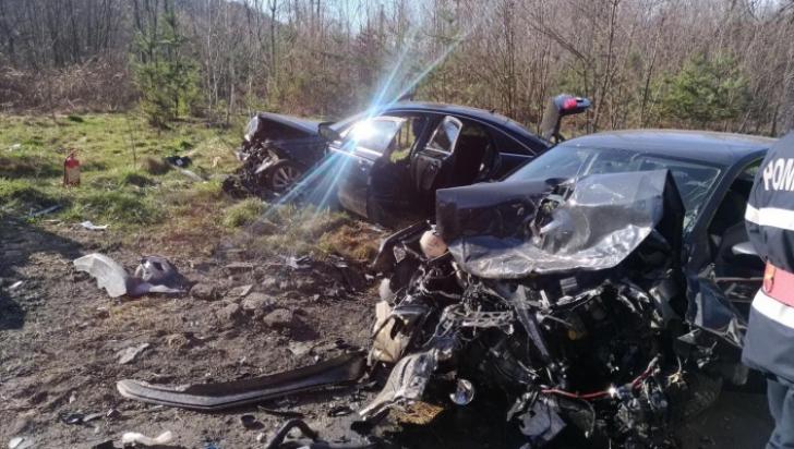 Tragedie în Vâlcea. Un copil de 2 ani a murit, altul luat cu elicopterul SMURD după o depășire auto