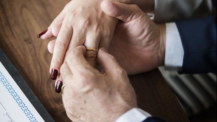 S-a descoperit care e cea mai fericită etapă a unei căsnicii. Până și cercetătorii sunt surprinși