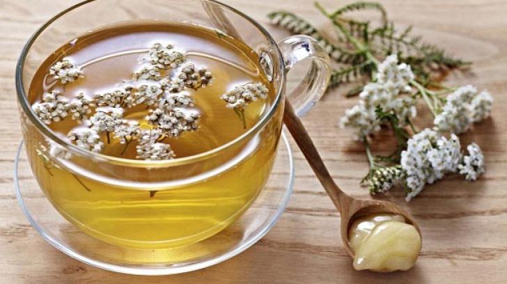 Ceaiul pe care toate femeile ar trebui să îl bea: Îţi va rezolva toate problemele de sănătate