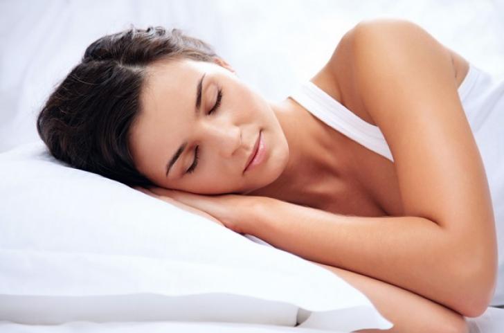Lista alimentelor care îţi strică somnul. Ce să elimini de la cină