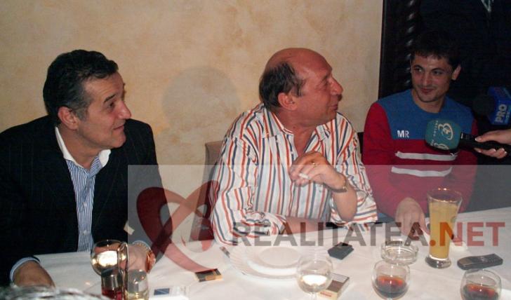 Intalnirea Traian Basescu - Gigi Becali, de la Golden Blitz, dupa meciul Steaua - Rapid din Cupa UEFFA 2006. Foto: Cristian Otopeanu
