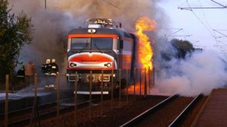 Locomotiva unui tren a luat foc, pe ruta Baia Mare - Bucureşti