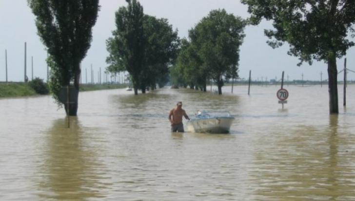 Dunărea face ravagii. Zeci de gospodării, inundate în Deltă