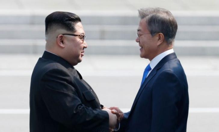 Summit istoric cu promisiuni ambițioase: pace și denuclearizarea completă a Peninsulei Coreea