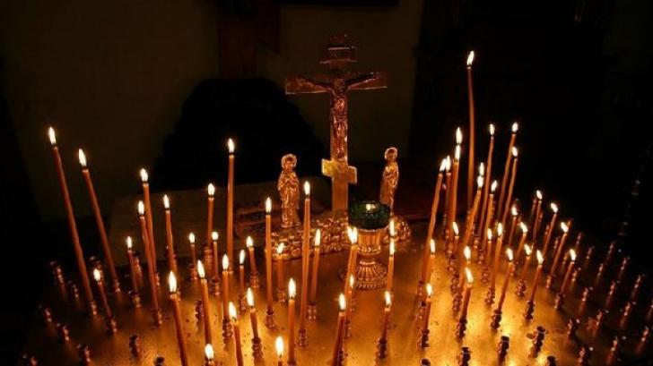 Taina lumânărilor întoarse: cum se folosesc corect pentru a ajuta păgubiţii