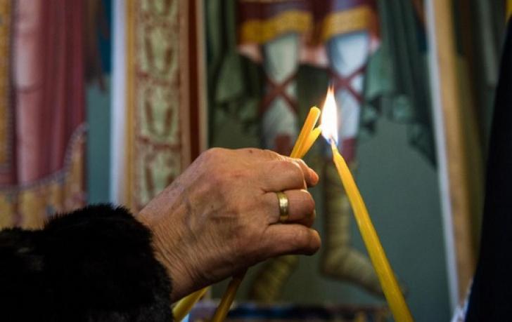 Moșii de iarnă. Tradiții și obiceiuri. Ce se dă de pomană în sâmbăta morților