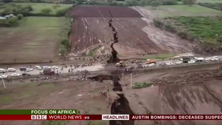 Africa se rupe în două