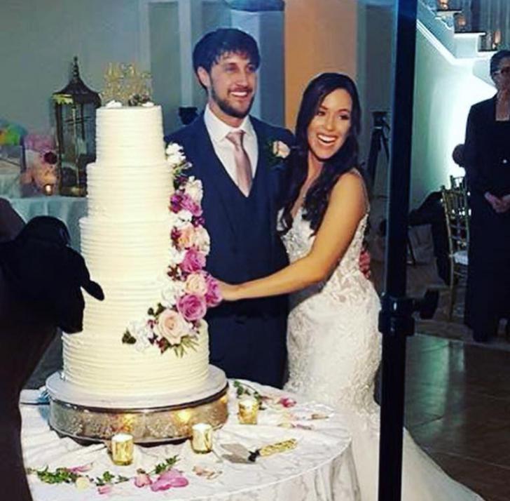 Modelul cu proteză bionică s-a căsătorit. Cum arată mireasa cu braț de aur