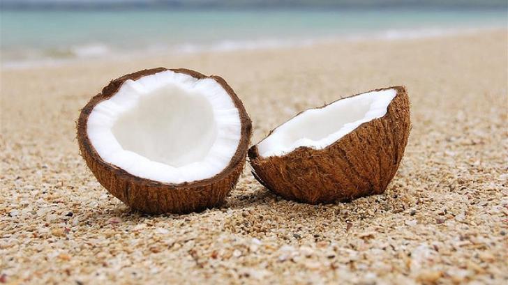 Ce se întâmplă în corpul tău dacă mănânci 2 linguri de ulei de cocos zilnic, timp de 2 luni