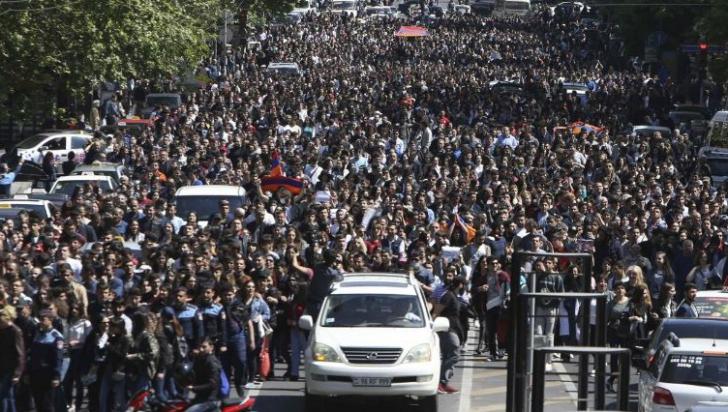 Premierul Armeniei a cedat și a demisionat, în urma revoltelor care au zguduit țara