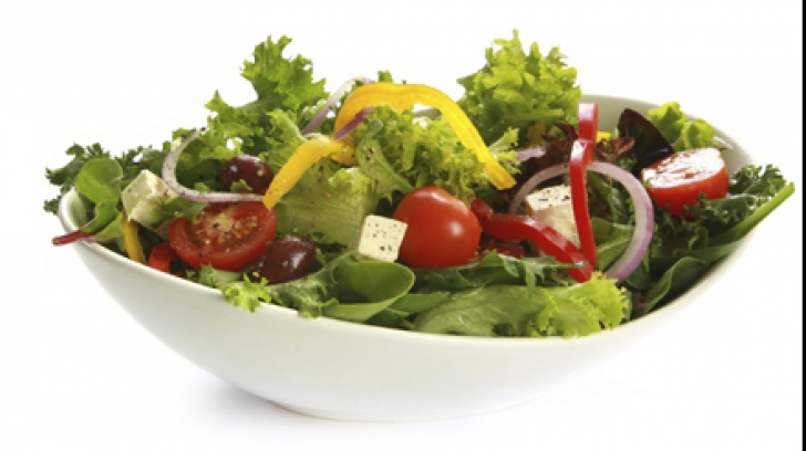 Alimentul minune care nu ar trebui să lipsească din salate. Iată cât de benefic este!