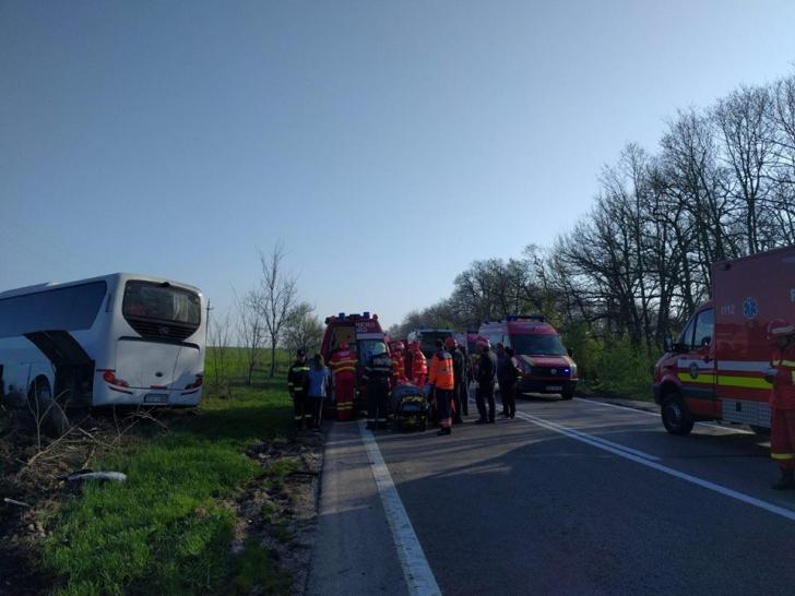 Impact devastator între un microbuz şi un autoturism, în Teleorman. Planul Roşu, activat / Foto: IGSU