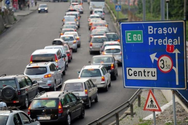 Calvar pe şosele! Aglomeraţie pe toate drumurile naţionale, în special pe Valea Prahovei