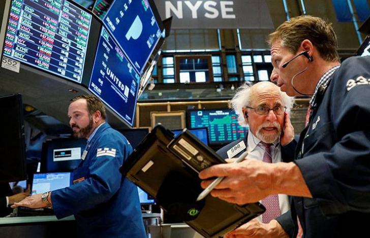 """O nouă zi neagră pe Wall Street, """"lovitura chinezească"""" cutremură bursa americană"""