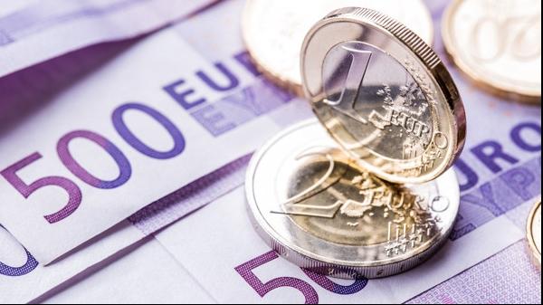 Curs valutar îngheţat la euro în instanţă