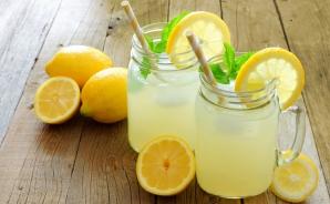 Aşa prepari cea mai răcoroasă limonadă. Este perfectă în zilele caniculare ce vor urma