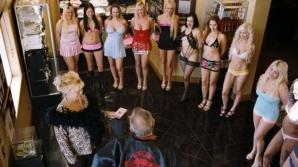 Ruleta rusească porno! E halucinant şi periculos ce se întâmplă în timpul acestei practici sexuale