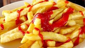 Mănânci cartofii prăjiţi cu ketchup? Ce se întâmplă în organismul tău când faci această combinaţie