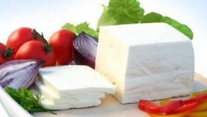 Roşii cu brânză. Nutriţioniştii spun, în sfârşit, adevărul despre această combinaţie