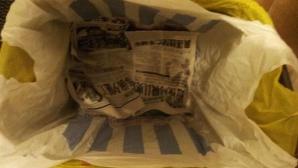 A pus un ziar pe fundul coşului de gunoi - Vei încerca imediat acest truc