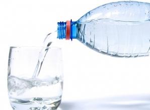 De ce NU este bine să bei apă în timpul mesei