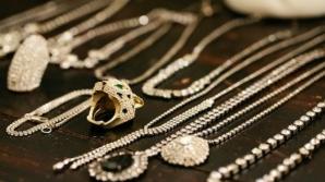 Cum să cureţi perfect bijuteriile. Trucuri pentru a arăta ca noi!