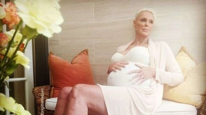 O cunoscută actriţă a confirmat că este însărcinată! Are 54 de ani!
