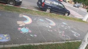 Situaţie incredibilă la Buzău! Poliţia Locala le-a interzis unor copii să deseneze pe asfalt