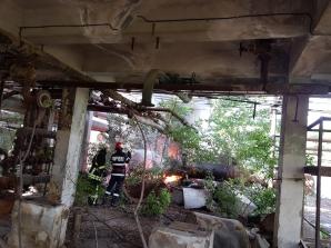 Incendiu la fosta rafinărie Astra Ploiești. Imagini spectaculoase
