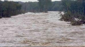 COD GALBEN de inundaţii în opt bazine hidrografice