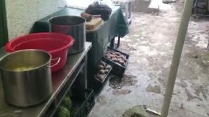 Produse alimentare expirate de doi ani, descoperite la un restaurant din Eforie Nord