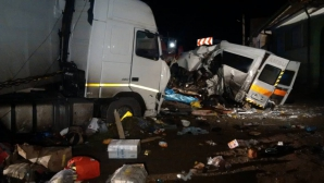 Accident grav pe DN2: Un mort şi doi răniţi