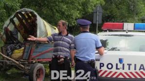 Trei copii minori și un bebeluș, grav răniți după ce o stație de autobuz s-a prăbușit peste ei / Foto: dej24.ro