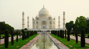 Poluarea face victime şi în rândul clădirilor istorice: Taj Mahal începe să arate diferit
