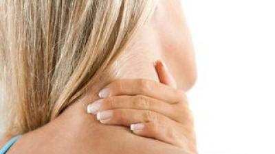 Cum poți combate durerile de gât. Iată ce trebuie să faci exact!