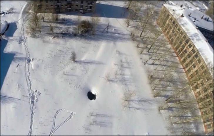 Cele mai ciudate cratere din Rusia, care fac loc unui atac extraterestru