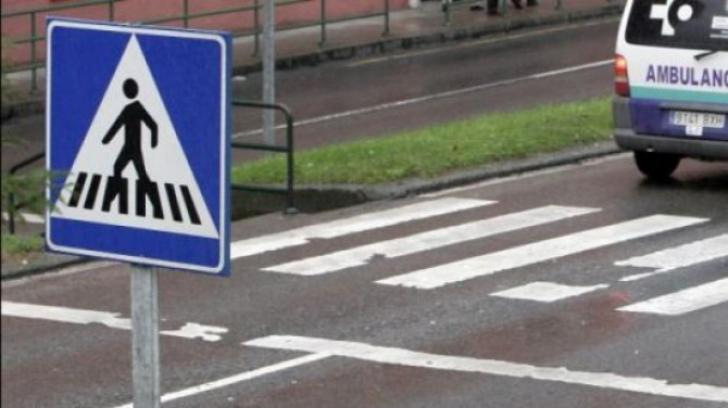 ŞOCANT: Un copil, accidentat pe trecerea de pietoni. Femeia de la volan, bătută de tatăl victimei