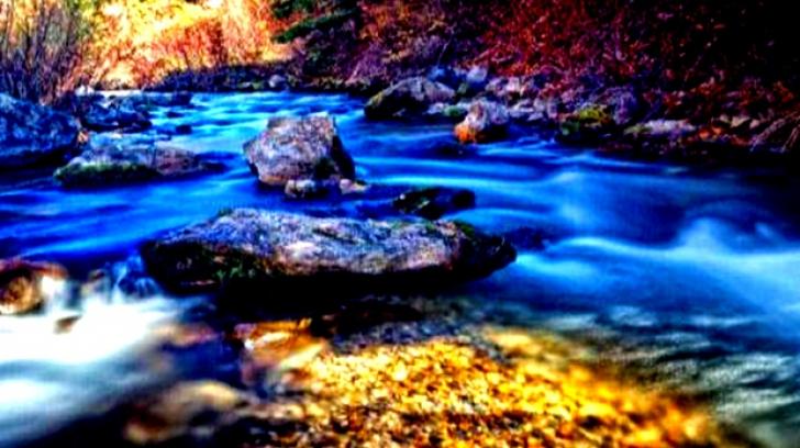 În acest loc magic din România, aurul curge pe râuri