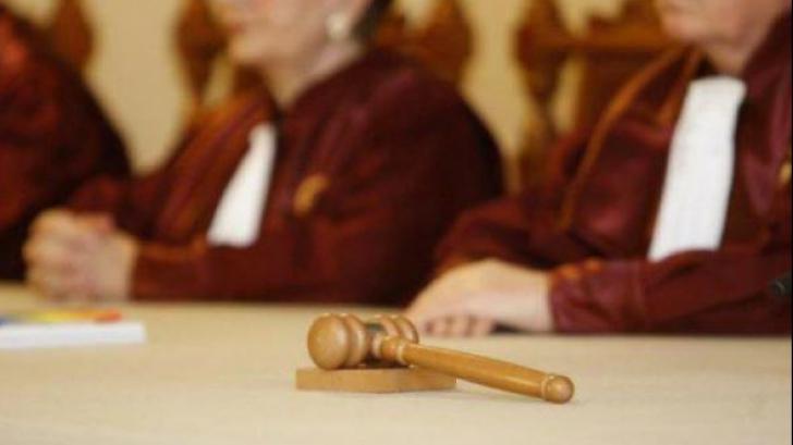 Cine sunt judecătorii CCR care au votat împotriva ministrului Toader