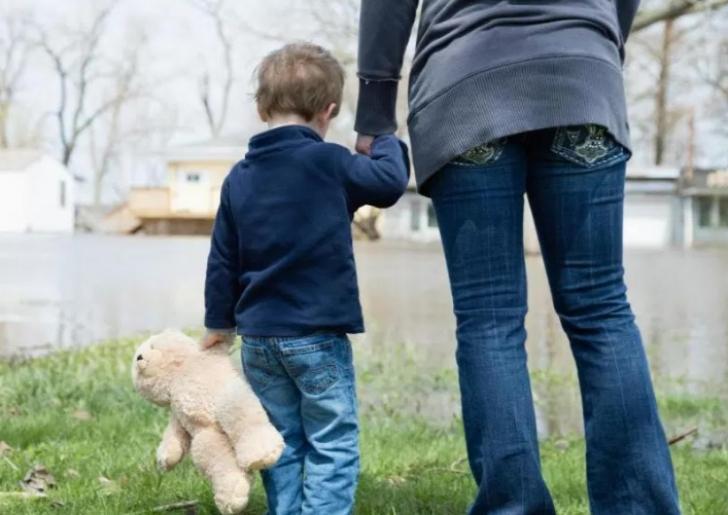 Copil de 10 ani, bătut şi abuzat sexual. Agresorii nu pot fi traşi la răspundere. Motivul