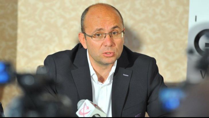 Cozmin Guşă: Domnişoara ministru nu se pricepe la sport