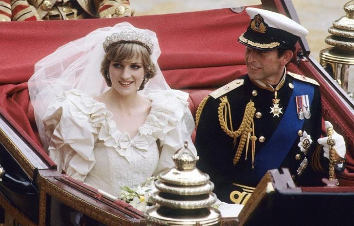 Casa Regală. Imagini-ŞOC cu Prinţesa Diana în rochie de mireasă, alături de Kate Middleton şi Meghan