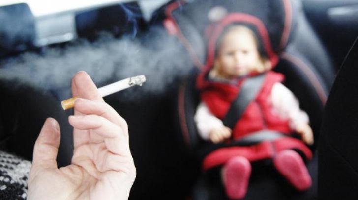 Amendă pentru părinţii care fumează în prezenţa copiilor. Unde se întâmplă aşa ceva