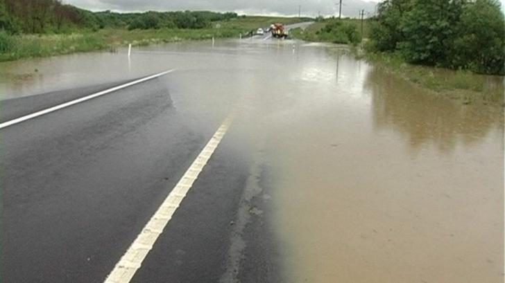 COD GALEBEN de inundaţii pe râuri din trei judeţe