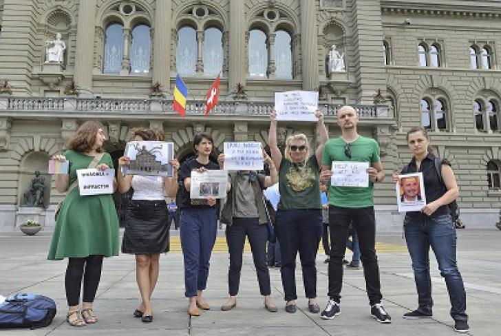 """Liviu Dragnea, întâmpinat cu proteste în Elveţia: """"Ucigaşul justiţiei române"""""""